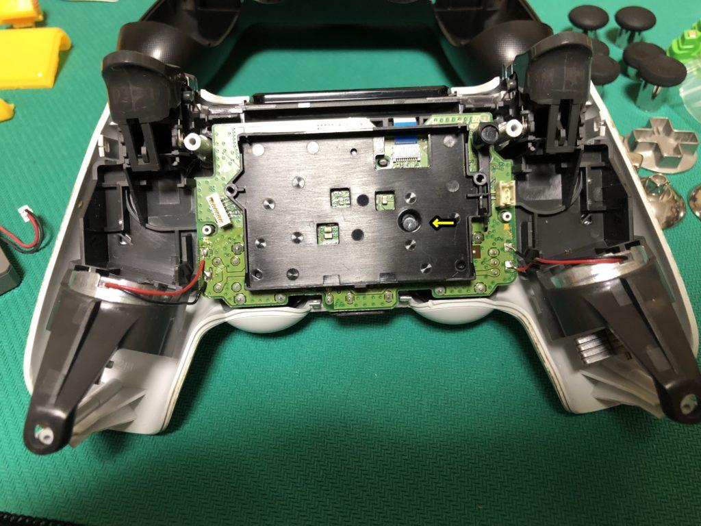 PS4コントローラー修理の流れ 内部